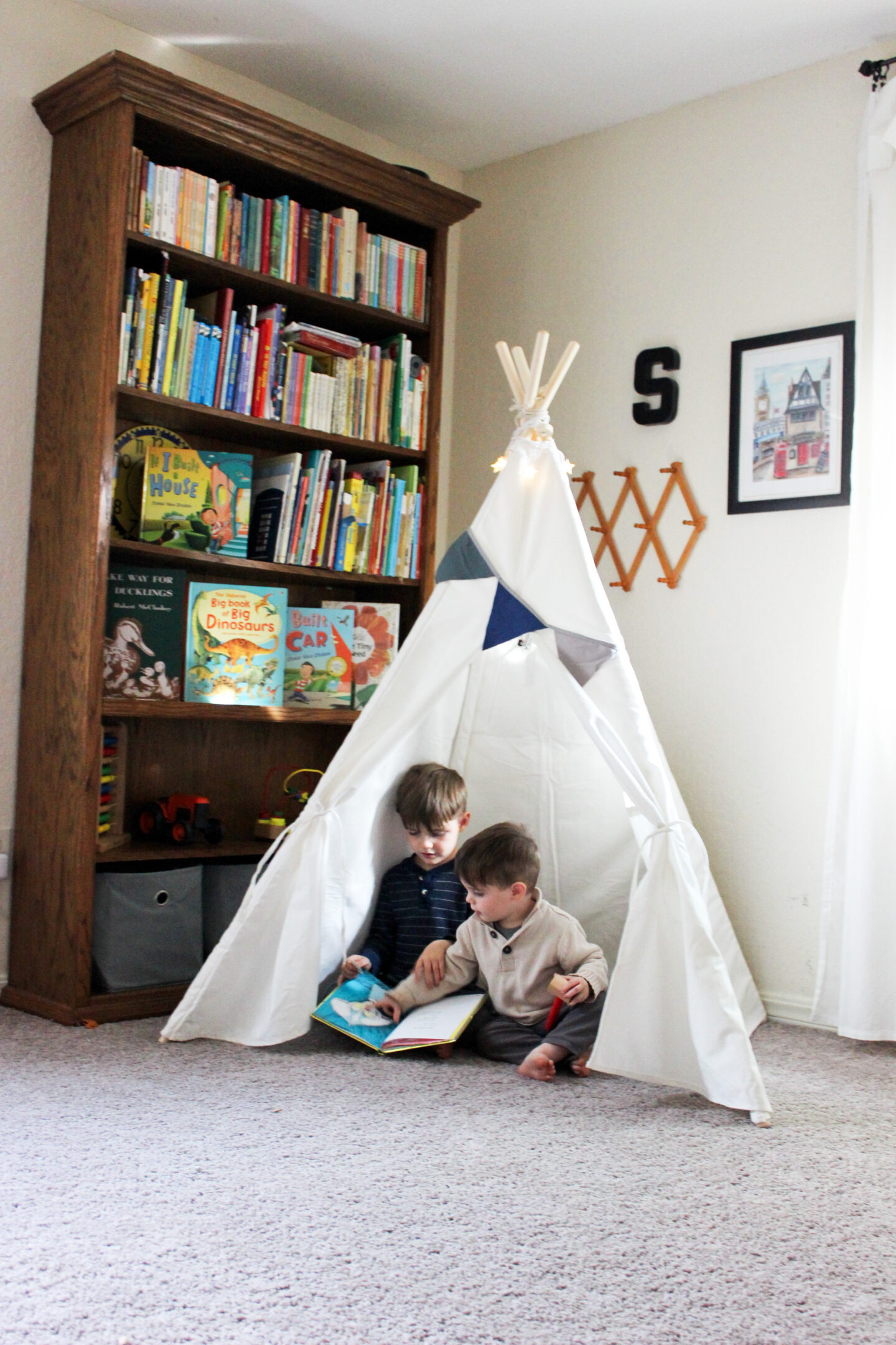 Simplify a boy's play room